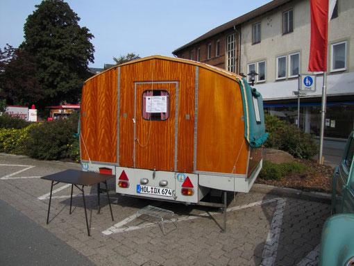 """Eine Rarität aus dem Caravansektor: Scholz """"Brüderchen"""", ein zusammenklappbarer Wohnwagen  produziert von der Fa. Wideroe´s in Oslo, Norwegen unter dem Namen """"Lillebroer"""", was soviel heißt wie """"Kleiner Bruder"""".Leergewicht 180 Kg, zul. Gesamtgewicht 400 K"""