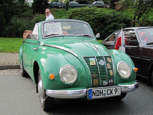 """Der EMW 309/2 ( F9)  Baujahr 1956 von Karl Gunkel aus Sollstedt. Die Karosserie des F9 ähnelt stark dem DKW F 91. Das ist auch kein Wunder: Der DKW basierte auf der Konstruktion des hier vorgestellten IFA F9. Man beachte den """"Bordsteintaster"""" !"""