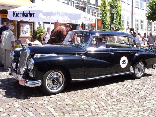 """Imposanter Anblick: Mercedes 300 """"Adenauer""""."""
