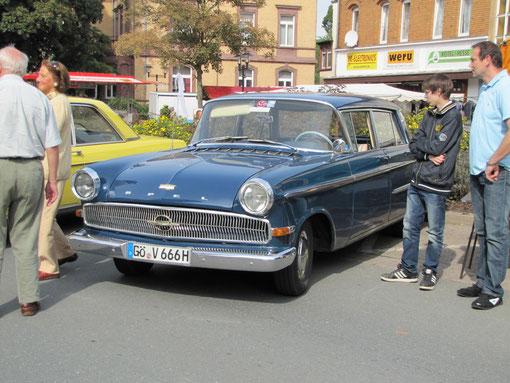 """Opel """"Kapitän"""" P-LV von Hans-Peter Brill von der """"Kleinen Göttinger Oldierunde"""". Baujahr 1961, 6 Zylinder, 2,6 ltr. Hubraum, 90 PS."""