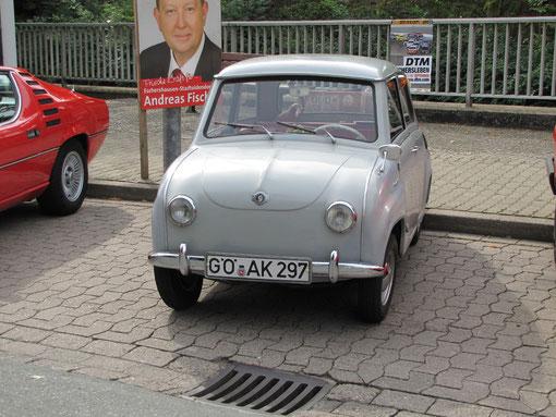 Das Goggomobil T 250 - 01 von Dieter Basner aus Renshausen. Einer jener Kleinwagen, die in den Fünfziger und sechziger Jahren die Massenmotorisierung eingeläutet haben. Das Autochen ist Baujahr 1966, hat 245 ccm und 13,6 PS