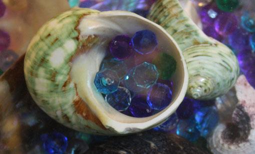 Fantasie & Wirklichkeit Fotografien und Gedichte Kathrin Steiger Muscheln märchenhaft verträumt bunt Perlen Luftblasen