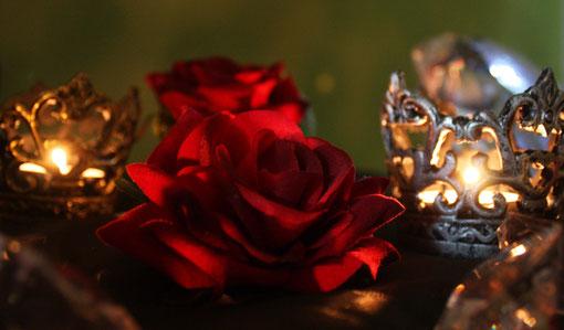 Fantasie und Wirklichkeit Fotografien und Gedichte Kathrin Steiger Kerzenschein Rose Rosen Kerzenlicht