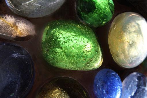 Fantasie & Wirklichkeit Fotografien und Gedichte Magisch & geheimnisvoll bunte Glassteine