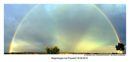 Dieser Regenbogen war so gewaltig, dass ich ihn nicht auf einen Sitz in die Kamera bekam - ich machte mehrere Aufnahmen, und daraus entstand dann dieses Panorama - den obersten Teil konnte man in natura auch nicht sehen - er verblasste - die Reflexion in