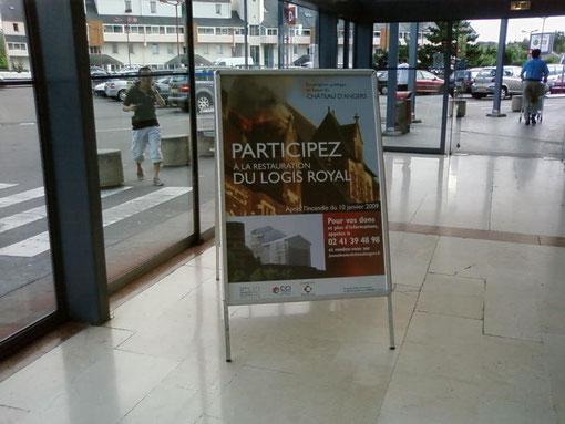 Panneau d'affichage dans les supermarchés angevins ( Carrefour , Géant ... )
