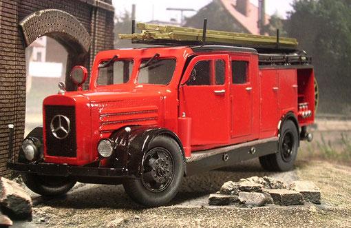 """Das schöne """"Fahrzeuggesicht"""" des schweren Mercedes. 120 PS sorgten für ordentlich Vortrieb."""
