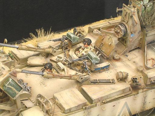 Die Tamiya-Besatzung lässt sich auch noch auf Desert-Storm ummalen.