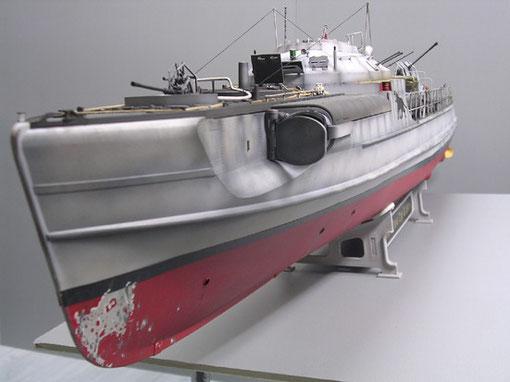 Die elegante Form des Bootes lässt die hohen Geschwindigkeiten der Originale erahnen