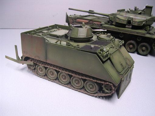 Der M113 besteht komplett aus Aluminium - er rostet also nicht oder sehr wenig, nur wo Schrauben und Nieten oder die zusätzlichen Panzerplatten auftreten, ist stärkere Rostbildung möglich.