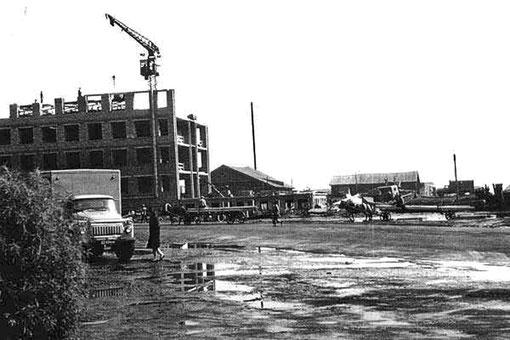 Строится здание Ленского пароходства. Якутск