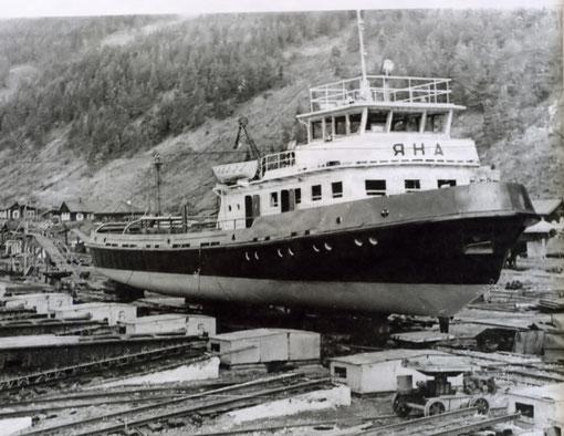 Буксир Р-33 перед спуском на воду. Красноармейский СРЗ