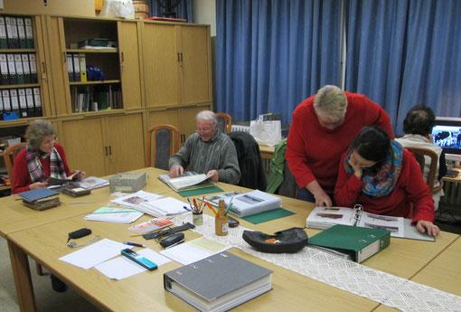 """Vorbereitung für den """"vertell"""" Abend im Langenhorner Archiv"""
