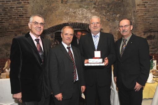 v.l. Konsulent Hans Ressler, Vbgm. Gerhard Bremm, Johannes Samwald und Bgm. Gerald Hackl (Foto: Peter Kainrath)