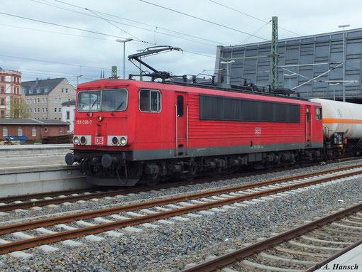 Am 13. Mai 2013 durchfährt 155 036-7 mit gemischtem Güterzug den Chemnitzer Hbf.