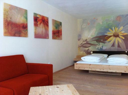 Arnikazimmer - Künstlerische Gestaltung Hotelzimmer, Vitalhotel Rainer, St. Walburg, Südtirol
