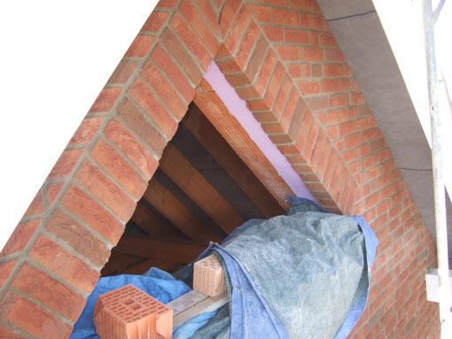 Das Dreiecksfenster im Dachboden