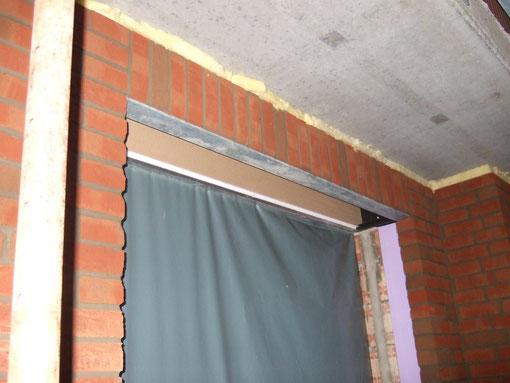 Über den Fenster (hier mit Rollladenkasten)