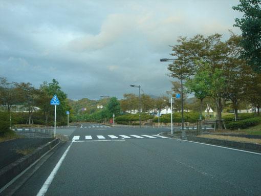 会場前の交差点