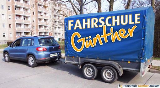 VW Tiguan mit  Planenanhänger/ 2 Achsen