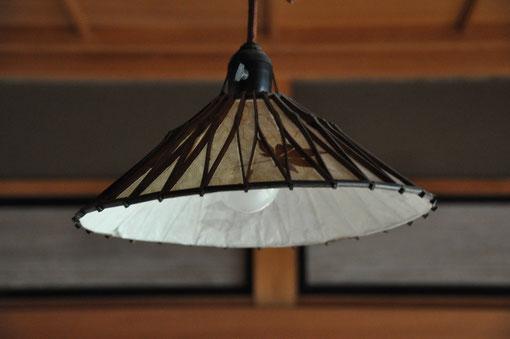 客殿2階の電灯傘
