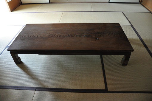 憲吉が茂吉や文明と短歌論を語った「大座卓」