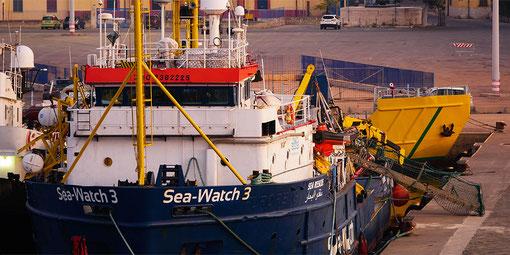 Die Sea-Watch 3 liegt weiter im Hafen von Licata. Foto: Adrian Pourviseh / Sea-Watch.e.V.
