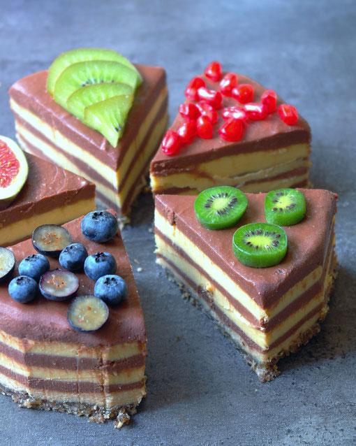 Raw cheesecake with chocolate