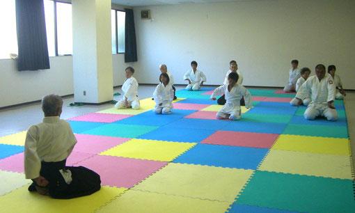 単独呼吸法 坐技入り身運動(多田副指導員による)
