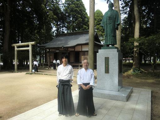 平成23年9月17日合氣神社内の開祖像(山本・辻本)
