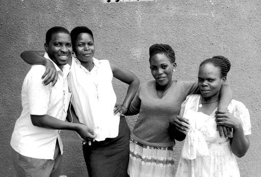 """Das Team aus Uganda: Als Teil des sozialen Projektes """"Njagala"""" fertigen unsere Näherinnen und Näher unsere nachhaltige Mode und erhalten dafür einen fairen Lohn. # ökologisch # sozial # nachhaltig #"""