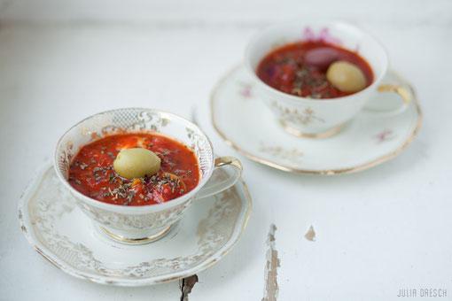 Mediterrane Tomatensuppe mit Oliven