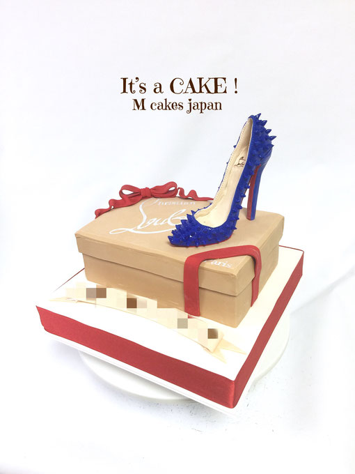Blue Sugar High-Heels and shoes box Cake🎀 It's all handmade and all edible Homemade Fondant cake! #blueheels #highheels #sugarheels #allhandmade #handdrawing #shoecake #fashion #fashioncake #louboutincake #ルブタンケーキ #ブルーハイヒール #ハイヒール #ファッション #かっこいい女性 #シュガーヒー