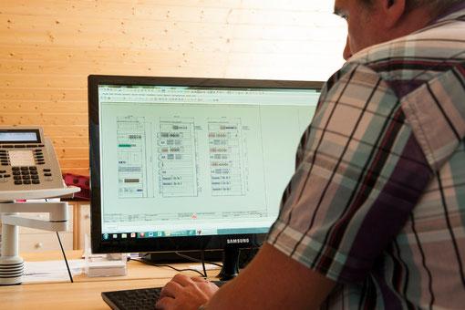 Konstuktion und Planung der Schaltschränke mit modernster CAD-Anlage