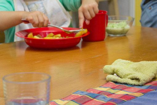 Bratkartoffeln mit der Gabel essen...gar nicht so einfach!
