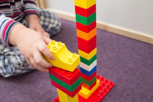 Einen Turm immer höher und höher bauen