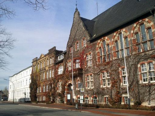 das alte Bahnhofshotel, das Bollhardt´sche Gebäude und das unter Denkmalschutz stehende Landratsamt