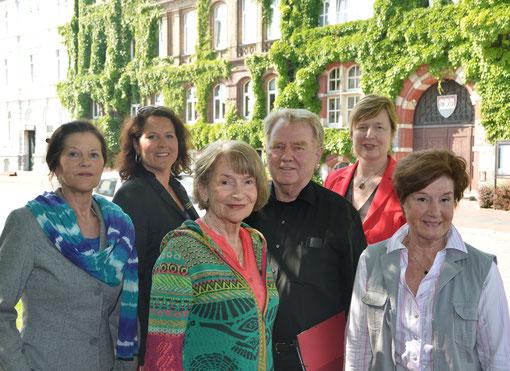 Das Organisations-Team der Initiative vor den Fassaden, v.li: Elke Wübbe, Silke Nießing, Siegrid Kröger, Hans-Peter Wiencke, Karin Dietrich-Olsen und Margrit Schwark