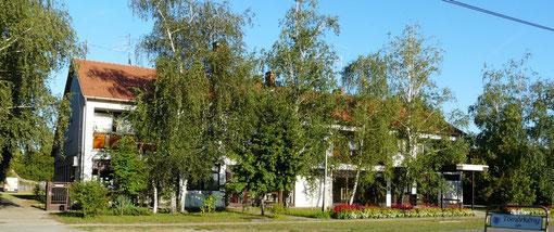 Ärztehaus und Apotheke