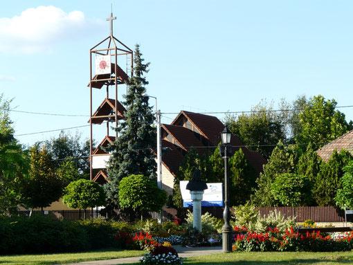 kleiner Park mit Blick zur Kirche