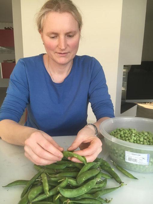 26.03.2020 Hier bereitet Nicole gerade grüne Erbsen zu
