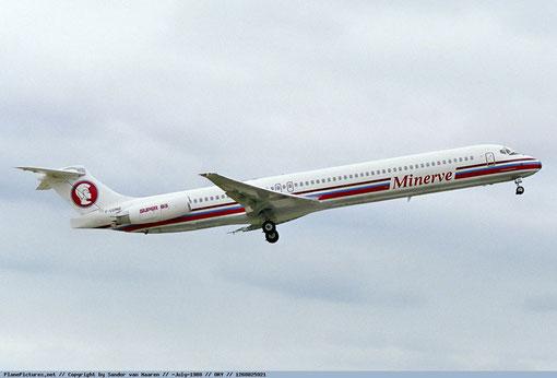 Formschön präsentiert sich hier eine MD-83 der Minerve/Courtesy: Sandor van Maaren
