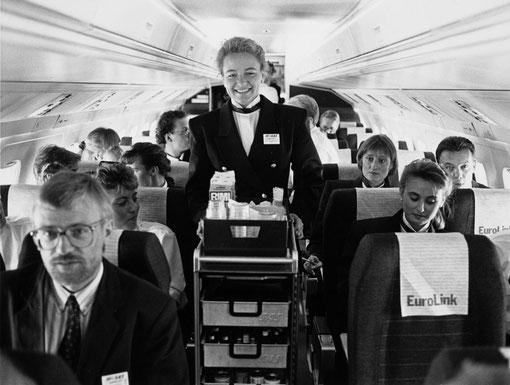 Kabinenservice an Bord einer Fokker 50 der SAS EuroLink/Courtesy: SAS