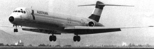 Der einst vertraute Anblick einer landenden Austrian MD-81/Courtesy: Austrian Airlines