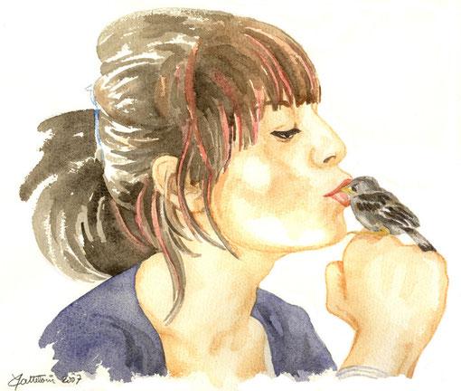 jeune femme embrassant le bec d'un moineau perché sur son poing