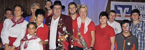Die Wöschbachwyber feiern mit Oberwöschwyb Manfred Würger (mit Hut) ihr 40-jähriges Bestehen.