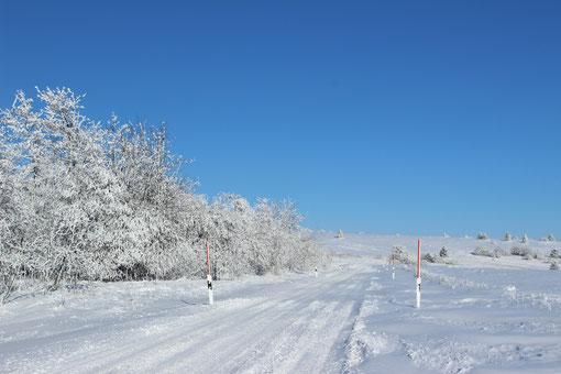 """"""" Höchrhönstraße """"  -  Richtung  """"  schwarzes Moor """"   im Winter."""