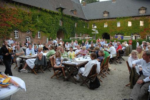Abendessen und Siegerehrung beim Benefizgolturnier auf der Golfanlage Schloß Haag 2009