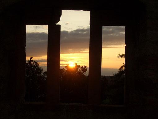 August 2009 Sonnenuntergang auf der Ruine Hochburg bei Sexau