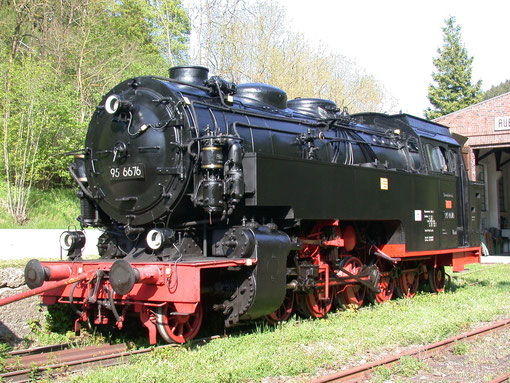 Dampflok Mammut im alten Bahnhof Rübeland
